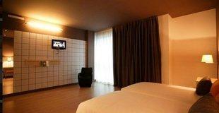 DOUBLES ROOMS PLUS 2 EXTRA BEDS ELE Hotelandgo Arasur