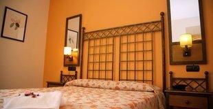 TRIPLE ROOM ATH Santa Bárbara Sevilla Hotel