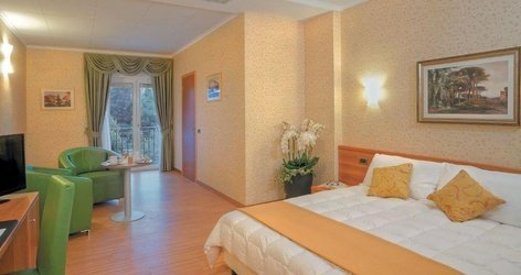 DELUXE ROOMS ATH Green Park Hotel Pamphili