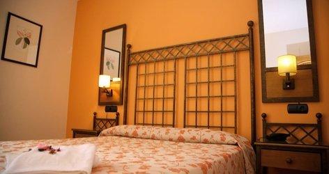 TRIPLE ROOM ELE Santa Bárbara Sevilla Hotel